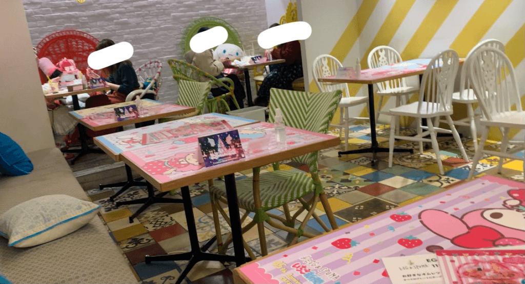 いちご新聞カフェ店内